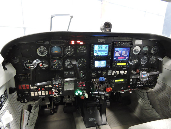 Piper Seneca Avionics.JPG