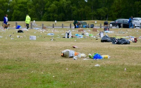 Epping forest left covered in litter after late night mass gatherings