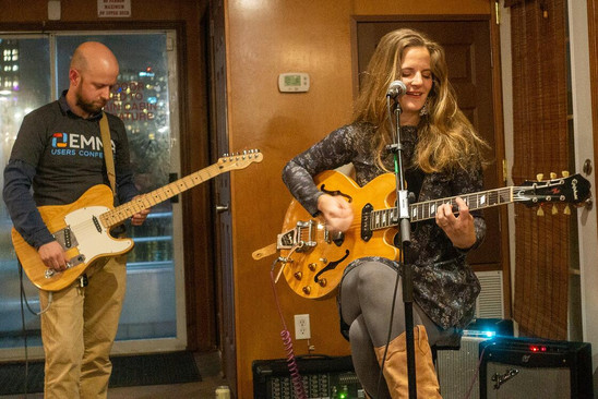 Ethan Kennedy and singer/songwriter Suzanna Choffel entertained on the Thursday night dinner cruise.