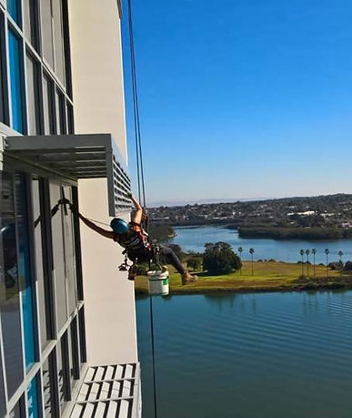 Abseil Window Cleaner. Rope Access Window Cleaner.