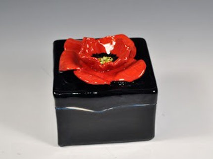 The Artistic Bath Poppy Box