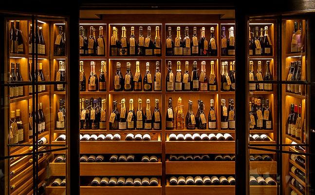 Comptoir wine shop Champagne.jpg