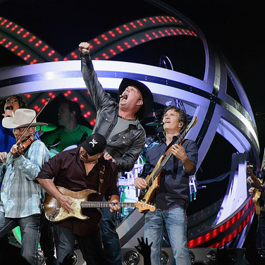 Garth Brooks Teases Playing Overseas