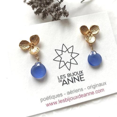 Puces petites fleurs et jades teintés bleu lavande