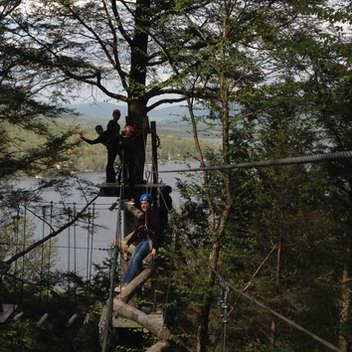 Les élèves ont été appelé à se dépasser à travers un parcours tyrolien, lors d'un voyage de fin d'année.