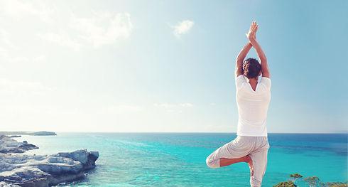 Pratiquer le yoga par la mer