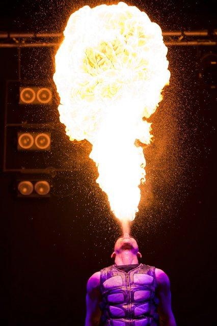 fire show / cracheur de feu maxx