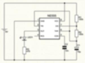 NE555 Discharge-Transistor und Kondensator