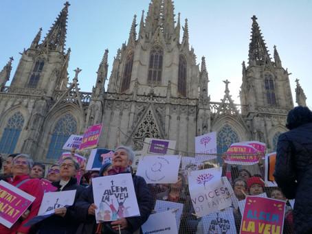 Catalunya religió - Dones d'Església fan sentir la seva veu davant la Catedral