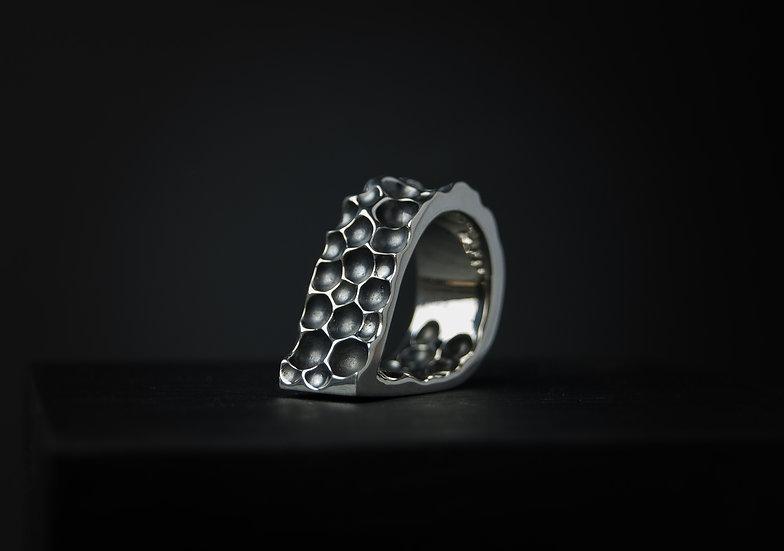 Sudraba 925 proves gredzens ar unikālu faktūru un formu