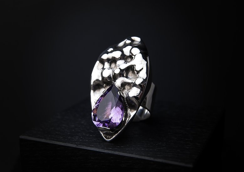 Unique Sterling silver Ring with Amethyst