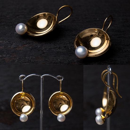 Apzeltīti sudraba auskari ar balto pērli / 999 zelts/24K