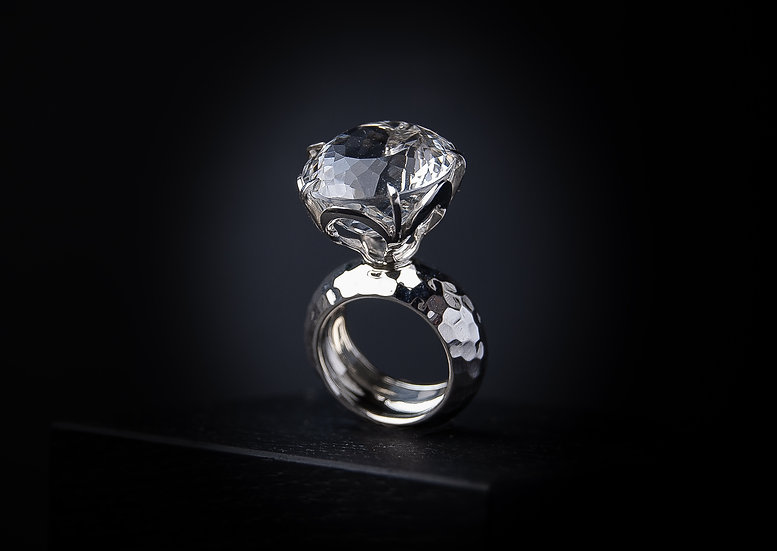 Impressive sterling silver ring with Rock crystal