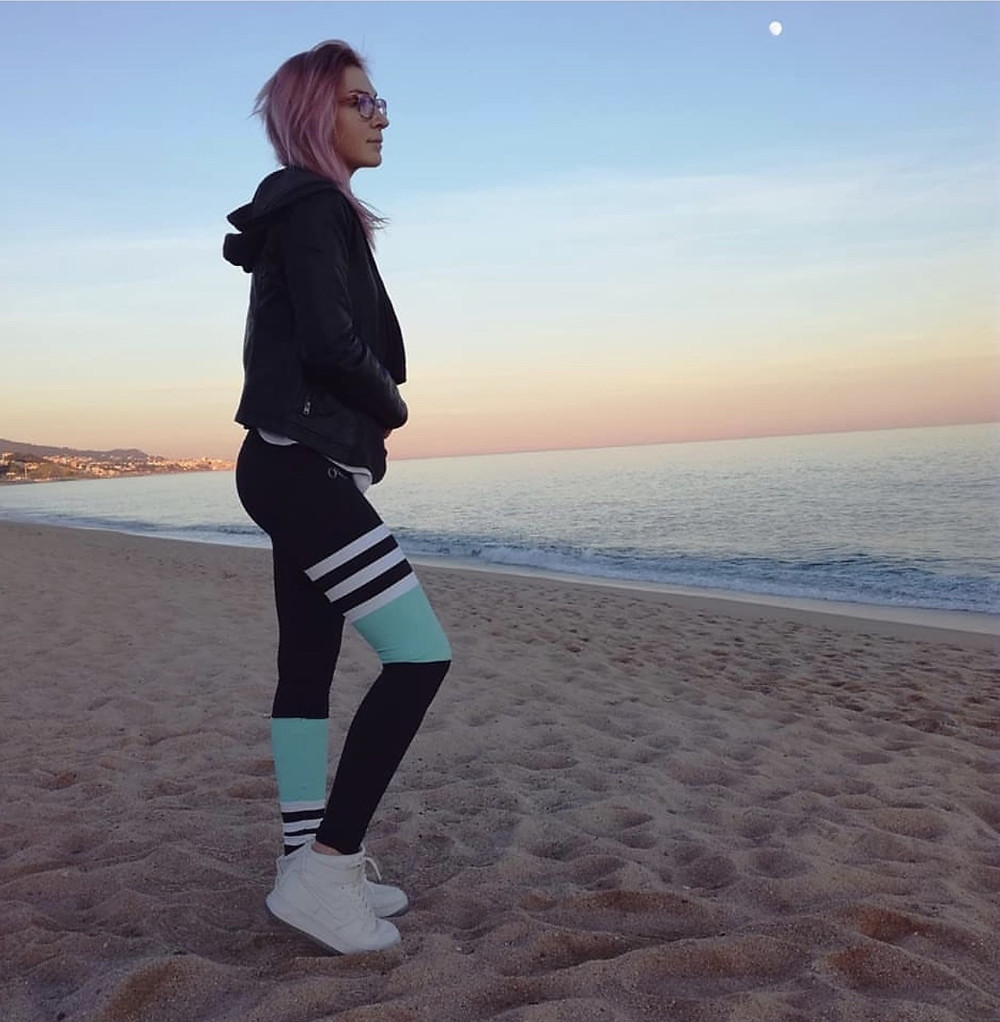 Beach workout in squat proof gym leggings