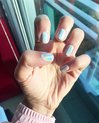 Biggest Instagram nail trend: Chrome & Holographic Nails