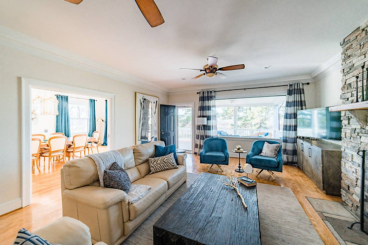 Retreat House - inside living area downs
