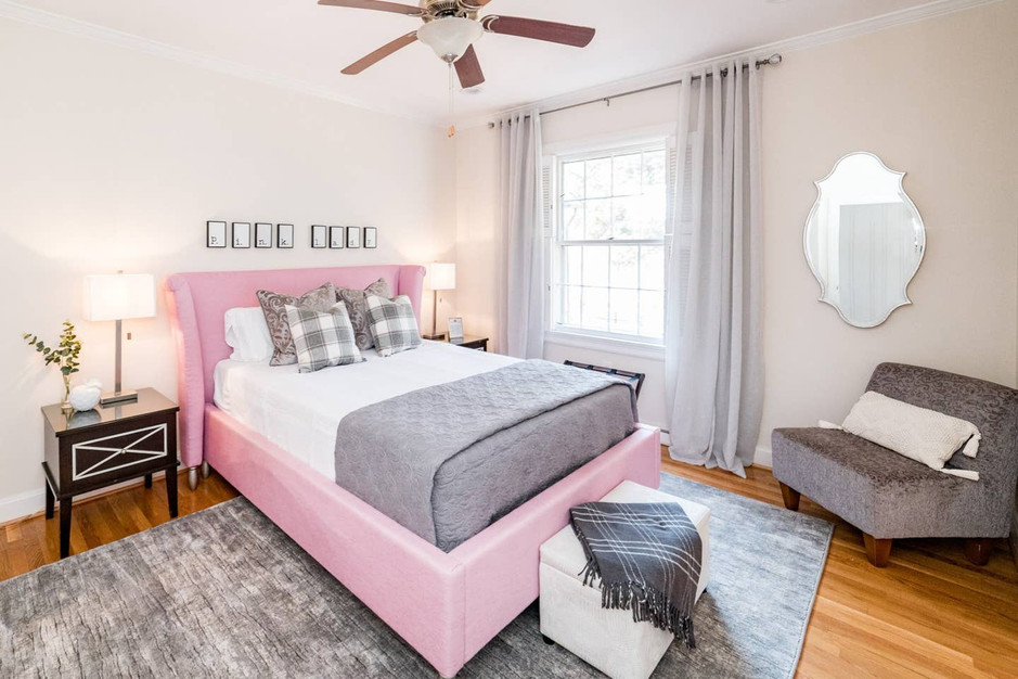 Retreat House - Pink Lady Room