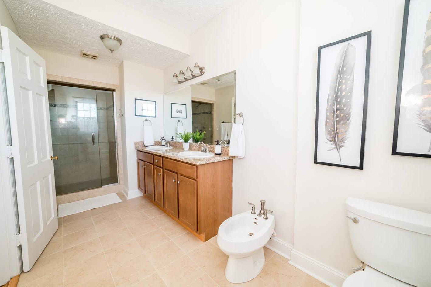 Retreat House - Winesap Room - bath
