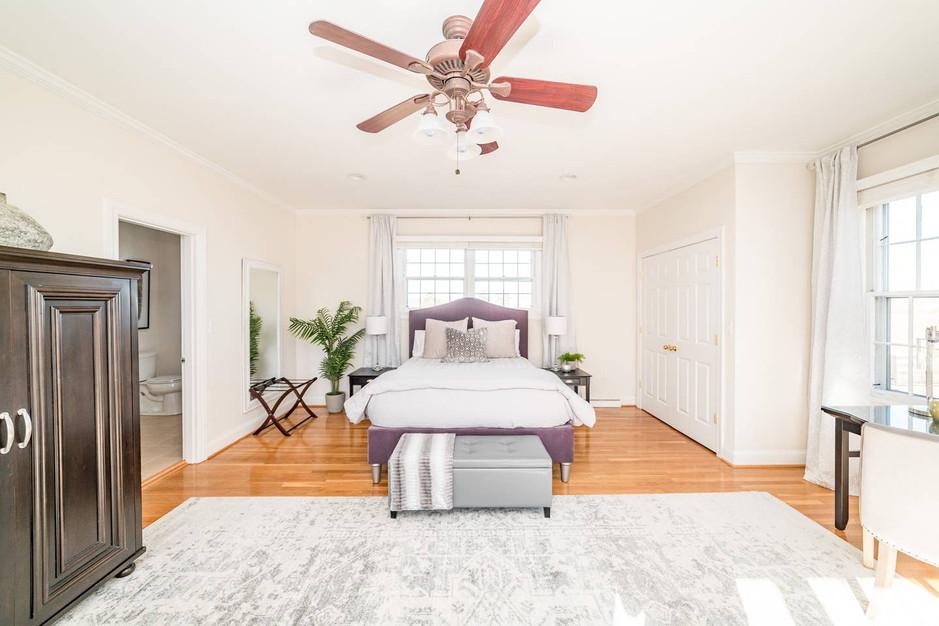 Retreat House - Winesap Room - Queen bed