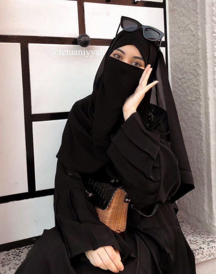 black abaya haya pleated skirt half niqab Tetuaniyya