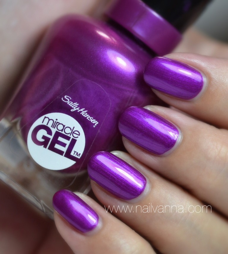 Nailvanna,nail polish reviews,lacquer,Sally Hansen,Hunger Flames,Morcale Gel,purple