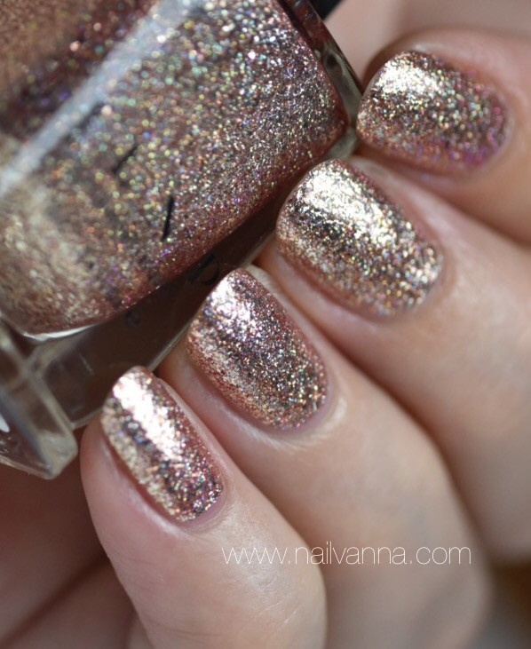 Nailvanna,nail polish reviews,lacquer,ILNP,juliette,rose gold,glitter