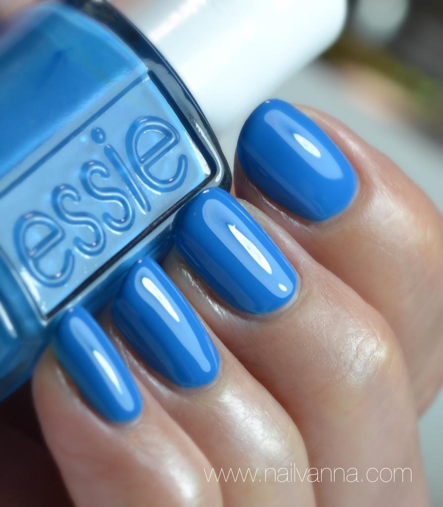Nailvanna,nail polish reviews,lacquer,essie resort,Nama stay the night,blue