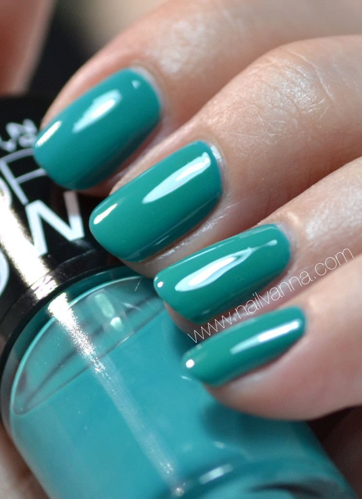 Nailvanna,nail polish reviews, lacquer,Maybelline,urban utopia,green,limited edition