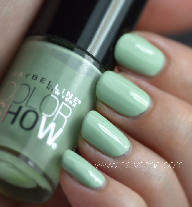 Nailvanna,nail polish reviews, lacquer, maybelline,color show, green with envy,