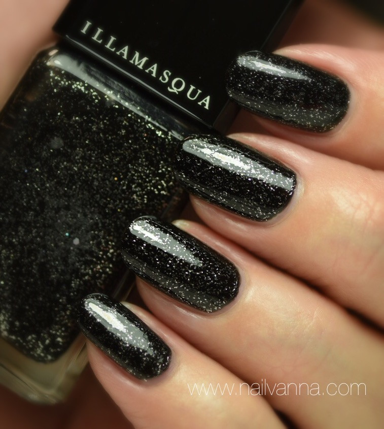 Nailvanna,nail polish reviews,laquer,Illamasqua,Creator,black glitter