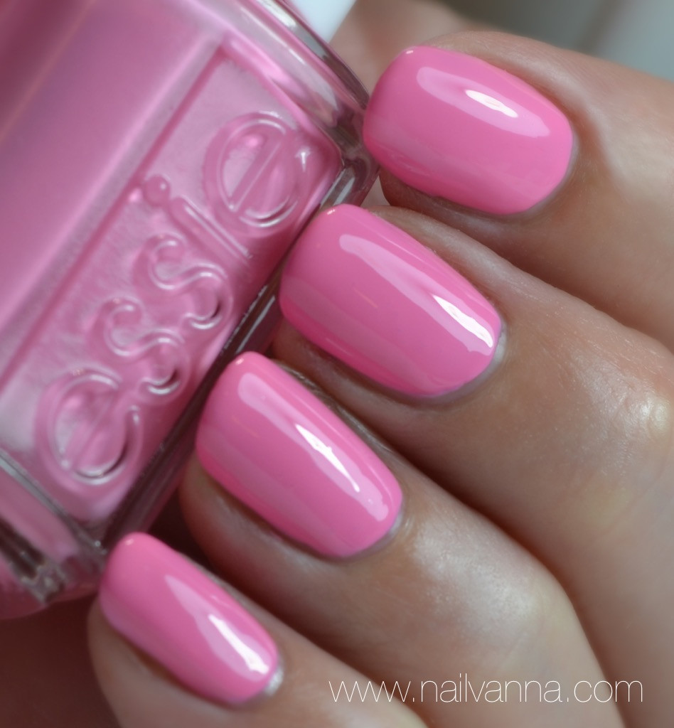 Nailvanna,nail polish reviews,lacquer,essie resort,delhi dance,pink