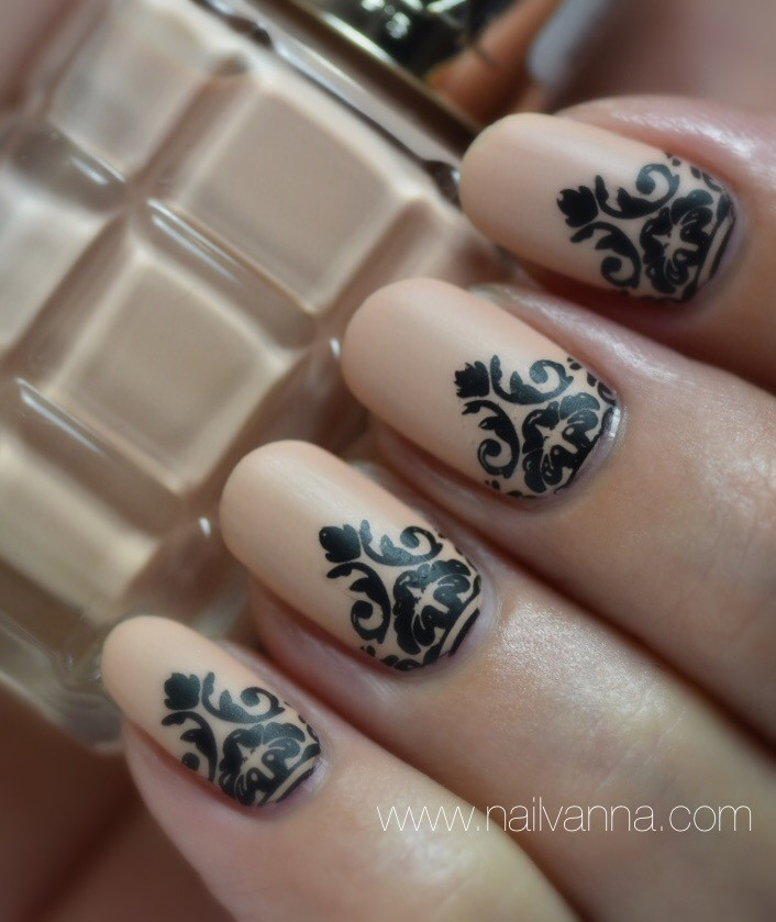 Nailvanna,nail polish review,lacquer,L'Oreal ,Cafe De Nuit,nude nails,nail art,stamping
