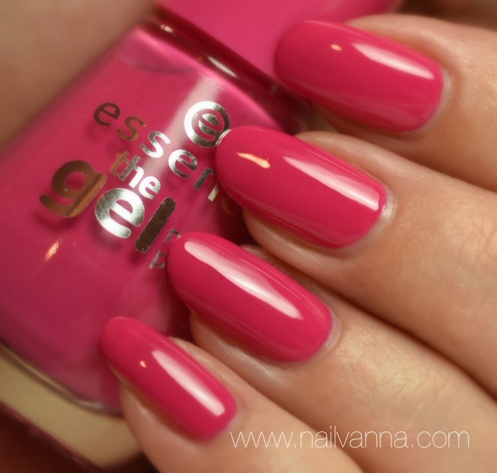 Nailvanna,nail polish reviews,lacquer,Essence,#Lucky,pink