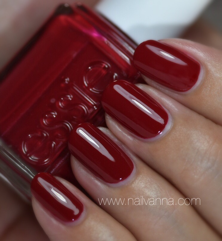 Nailvanna,nail polish reviews,lacquer,Essie,Shall We Chalet?,red