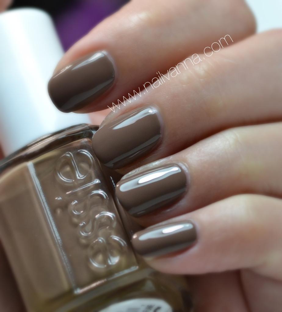Nailvanna,nail polish reviews,lacquer,essie,fierce no fear,brown,neutral