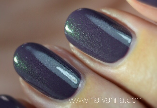 Nailvanna,nail polish reviews,lacquer,Essie,Twill Seeker