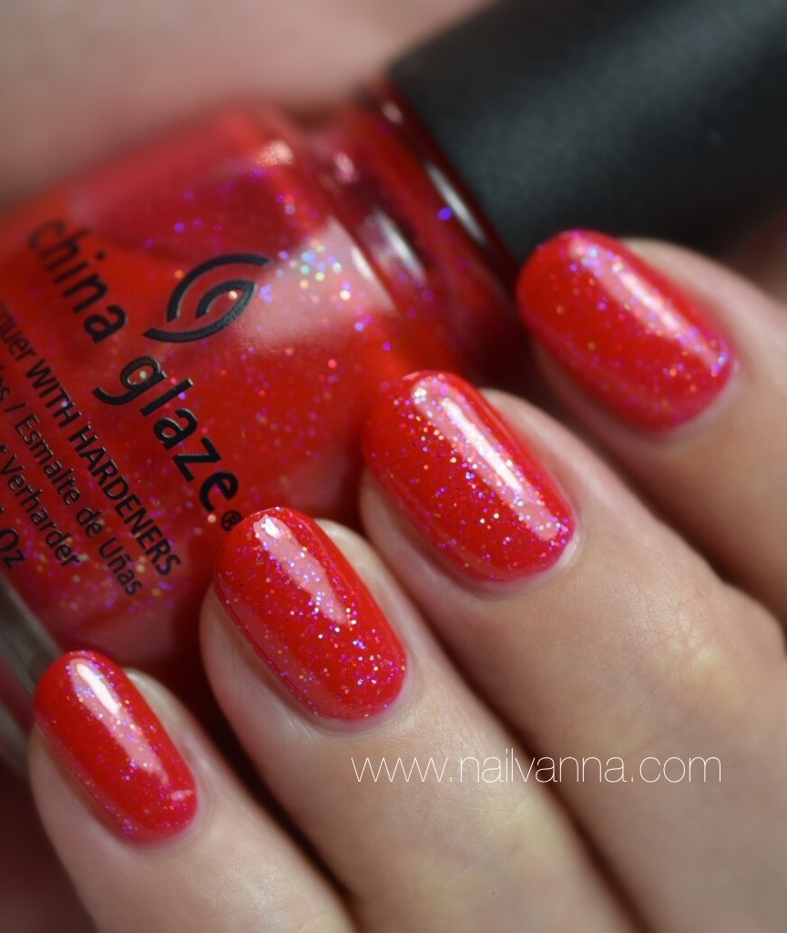 Nailvanna,Nail polish rewievs,lacquer,China Glaze,Moulin Rouge,red glitter
