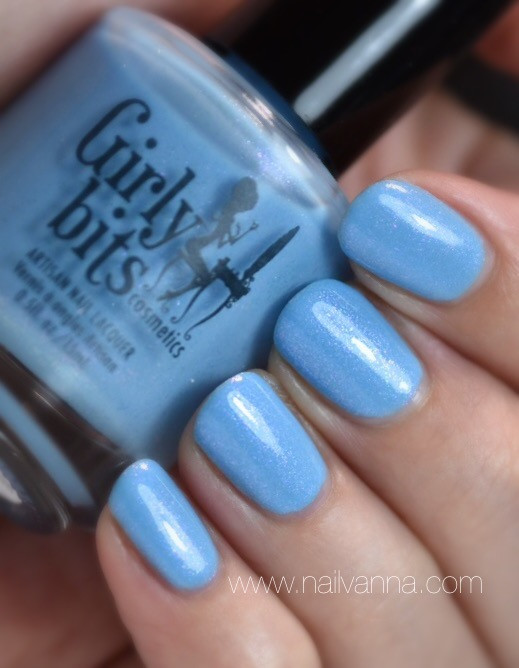 Nailvanna,nail polish reviews,lacquer,girly bits,arctic sunrise,sky blue,duochrome
