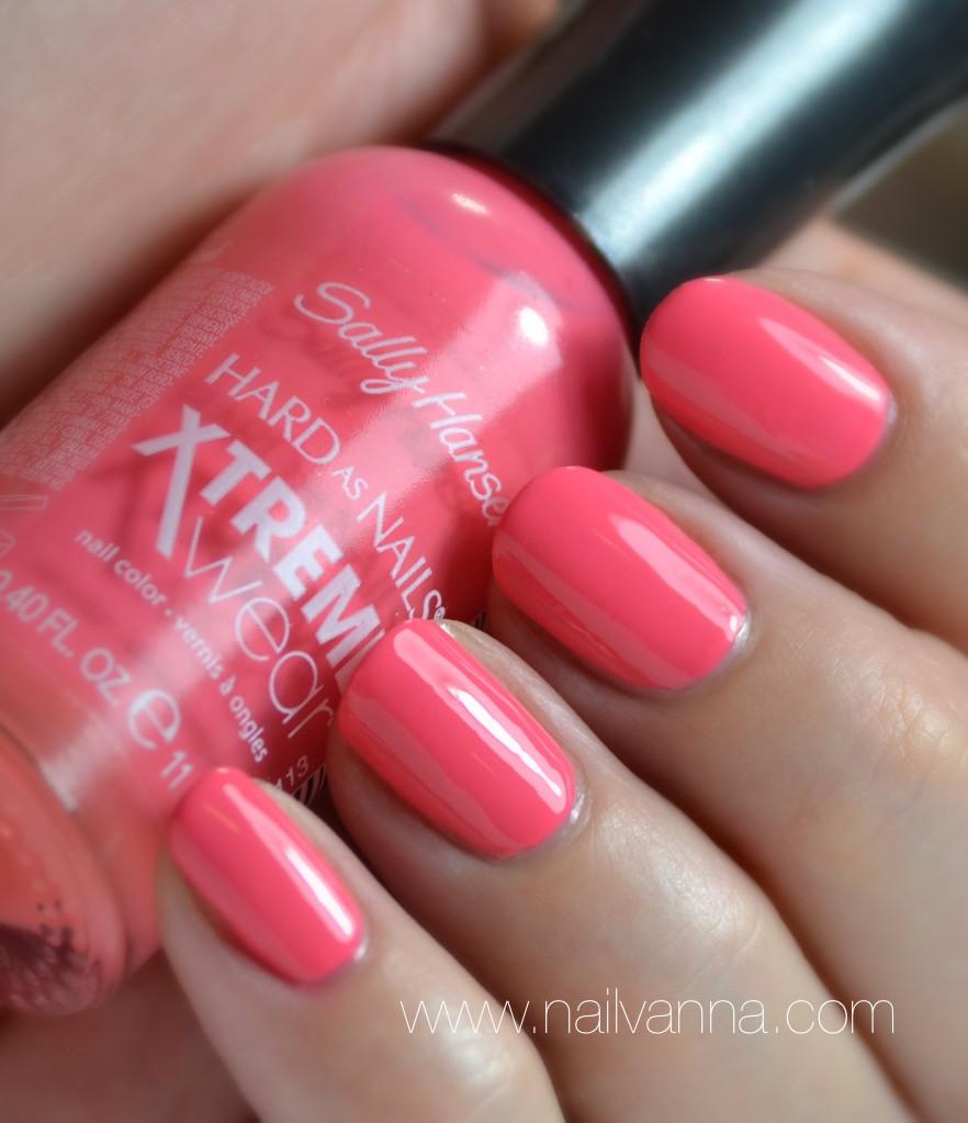 Nailvanna,nail polish reviews,laquer,sally hansen,coral reef,pink