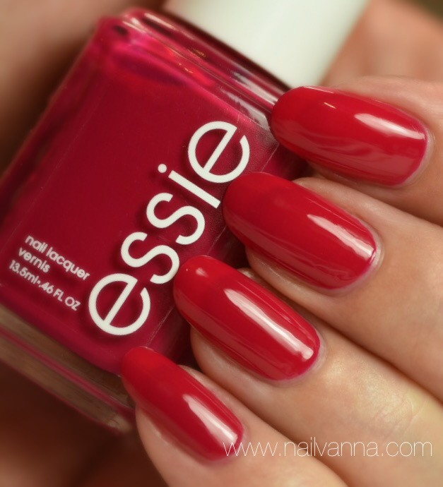 Nailvanna,nail polish reviews,lacquer,Essie,Haute In The Heat,pink