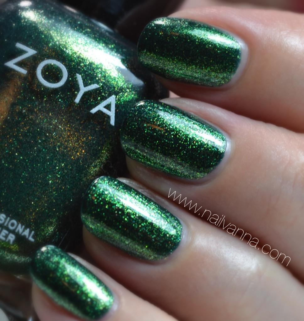 Nailvanna,nail polish reviews,lacquer,zoya,logan,green glitter,