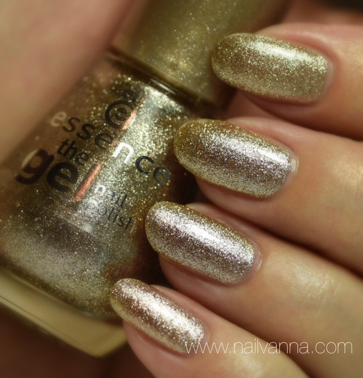 Nailvanna,nail polish reviews,lacquer,Essence,On Air!,Gold,glitter,Champagne Supernova