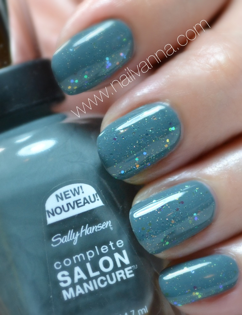nailvanna,nail polish reviews,lacquer,sally hansen, bow to the queen, grey, sea-ing stars, glitter