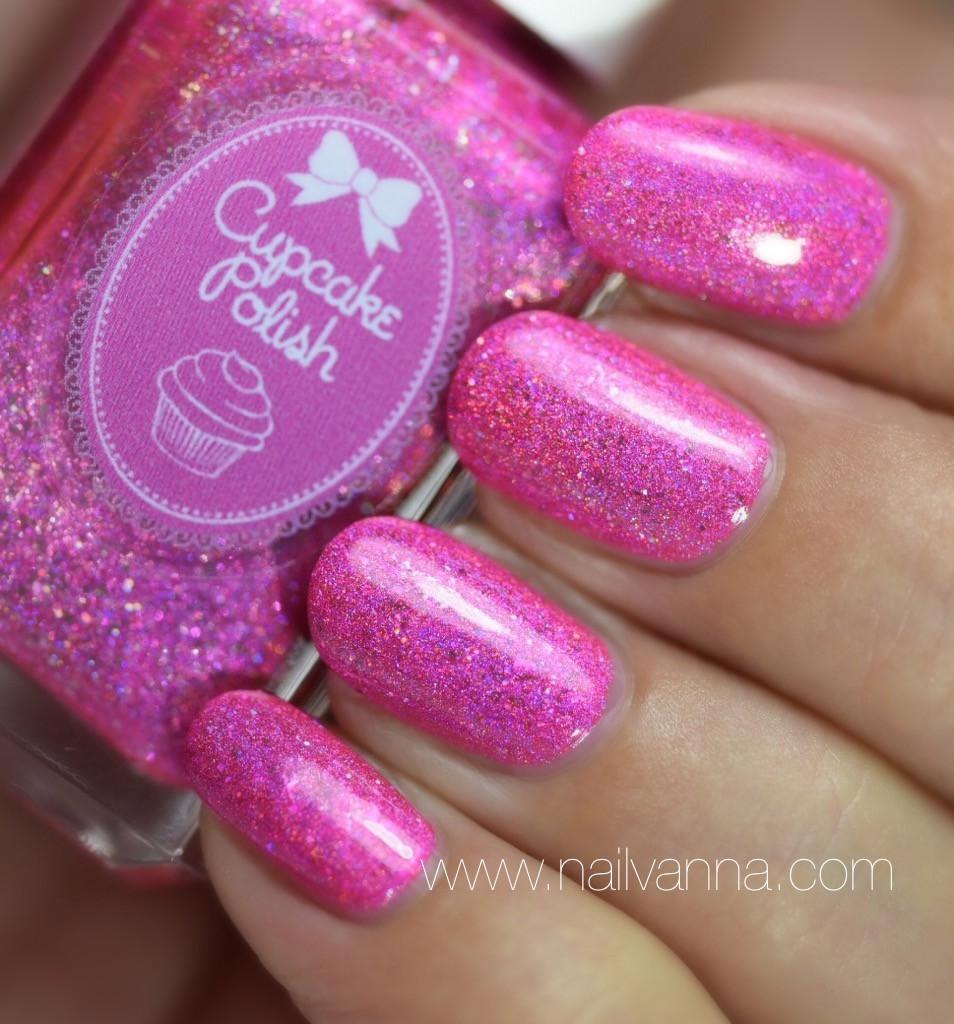 Nailvanna,nail polish reviews,lacquer,Cupcake Polish,Folies Bergère,holo,pink