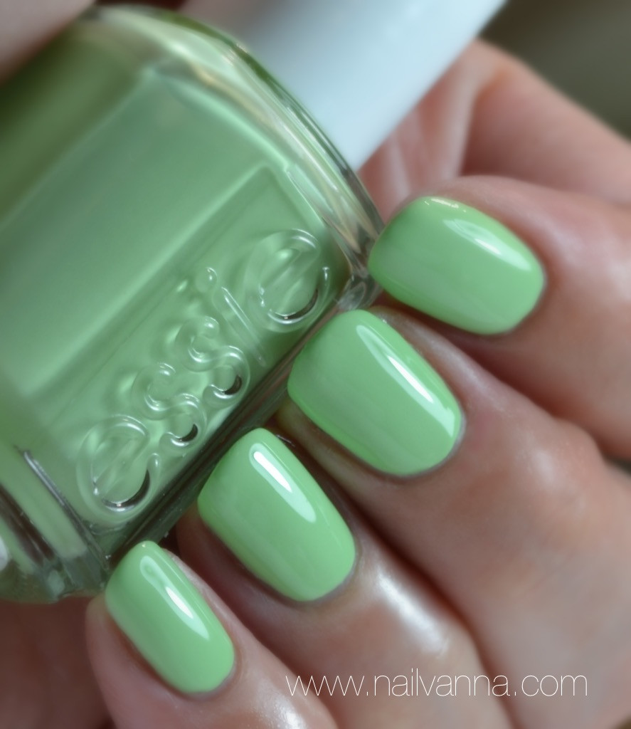 Nailvanna,nail polish reviews,lacquer,essie resort,going guru,mint green