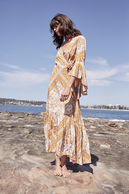 bohemian maxi dress with sleeves