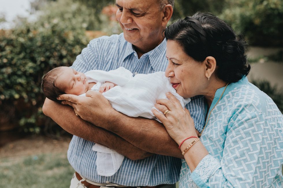 Including Extended Family in your Newborn Session | Foster City Lifestyle Newborn Photographer | Mar