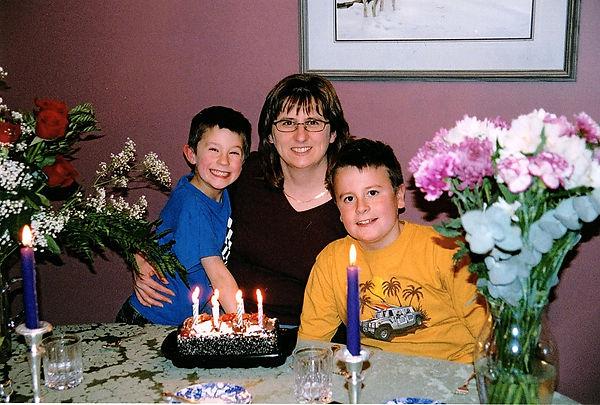 2004-11-23 Luke (9) and Ethan (5 yrs) at