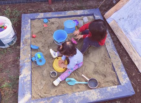 Cum ne-am făcut lada cu nisip pentru copii