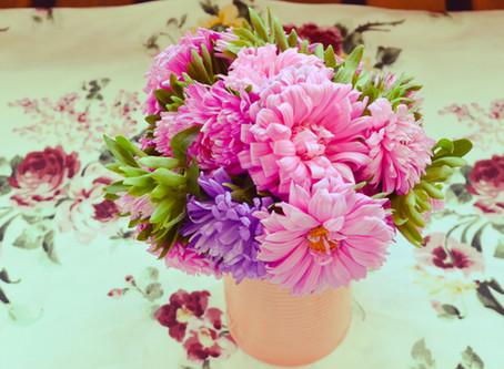 Cum faci să îți reziste florile mai mult în vază?